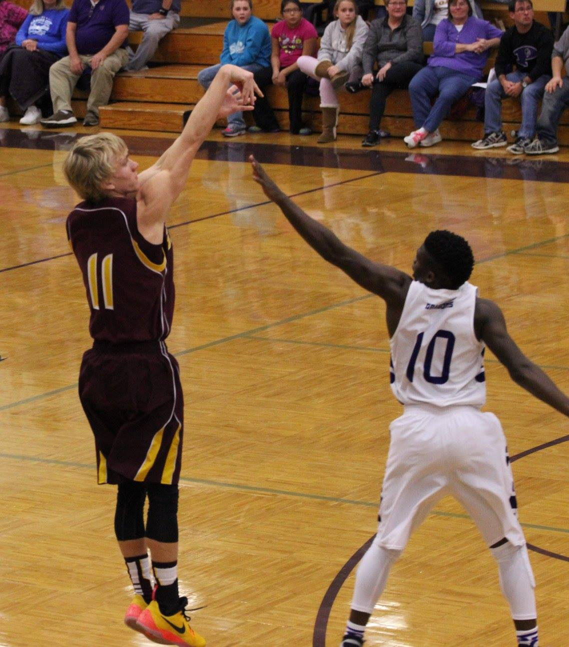 Laike Damman nails one of his four 3's vs. Pittsburg on Tuesday. PHOTO BY JOYCE KOVACIC